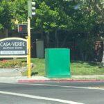 Casa Verde con Cajas de Herramientas Verde